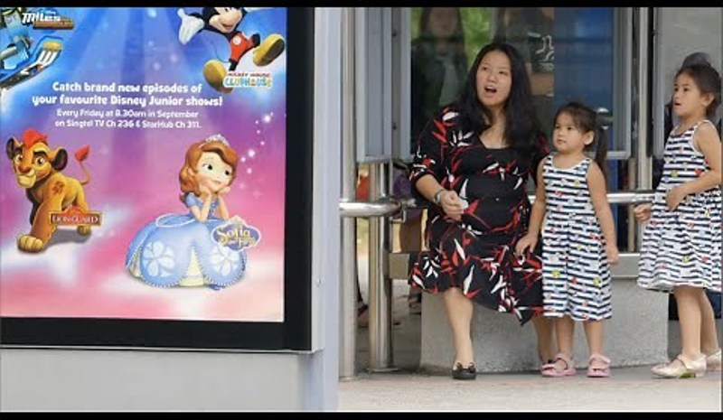 Kejutan Disney Junior di Halte Bus
